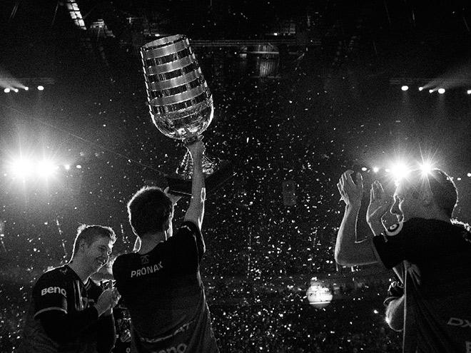 Призовые фонды чемпионатов по CS:GO, Hearthstone и Overwatch