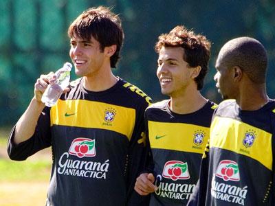 """""""В футбол играют все, а побеждают бразильцы"""""""