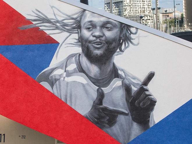 Интервью с художником-фанатом ЦСКА на новом стадионе. Фото