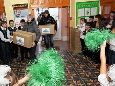 """Игроки """"Салавата Юлаева"""" навестили детский дом"""