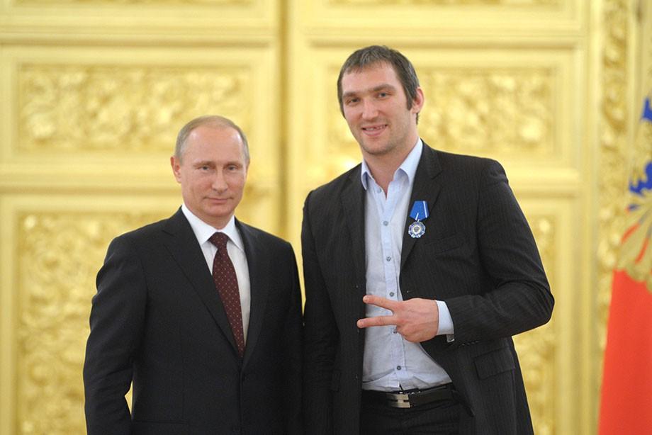 https://img.championat.com/news/big/m/g/vladimir-putin-i-aleksandr-ovechkin_15097957791229047025.jpg