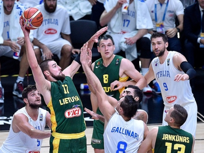 Сербия и Литва вышли в полуфинал Евробаскета