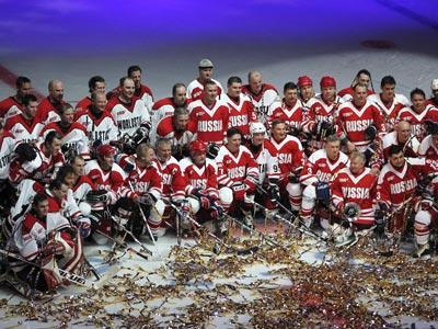 В матче в честь 40-летия Суперсерии-72 победила сборная России