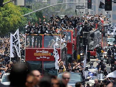 """В Лос-Анджелесе прошёл парад в честь хоккейных """"королей"""""""