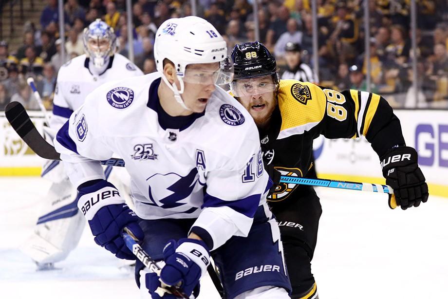 НХЛ: «Бостон» последним вырвал путевку во 2-ой раунд плей-офф