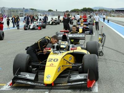 Магнуссен лишён победы в первой гонке WSR