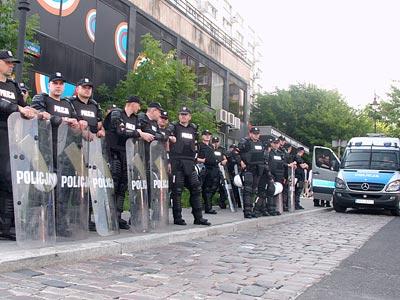"""""""Полиция контролирует ситуацию в Варшаве"""""""