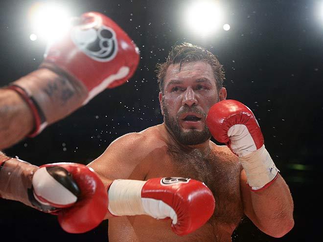 Руслан Чагаев официально завершил боксёрскую карьеру