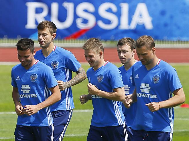 Как сборная России живёт во Франции