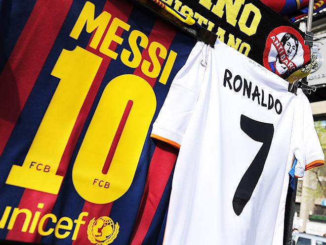 """Футболки """"Реала"""" и """"МЮ"""" - самые популярные"""