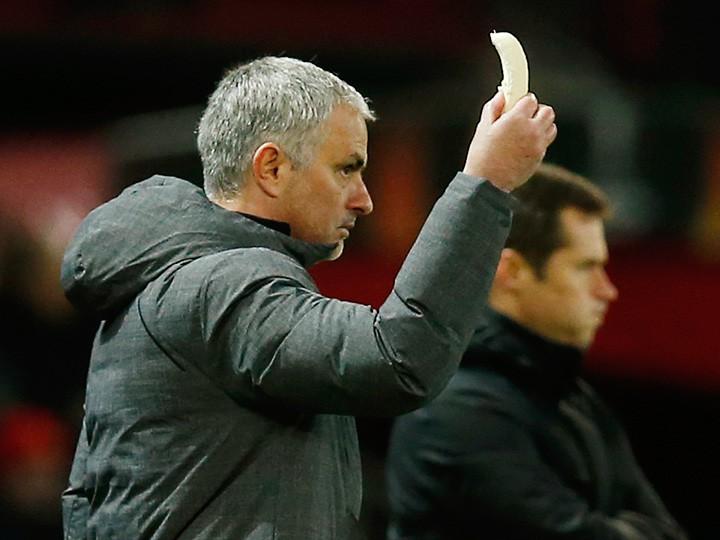Игрок «Манчестер Юнайтед» впроцессе игры с«Ростовом» перекусил бананом