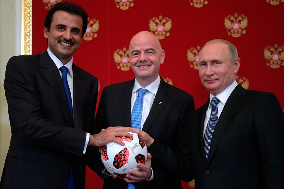 Джанни Инфантино (в центре) и Владимир Путин