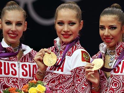 Ульяна Донскова (в центре)