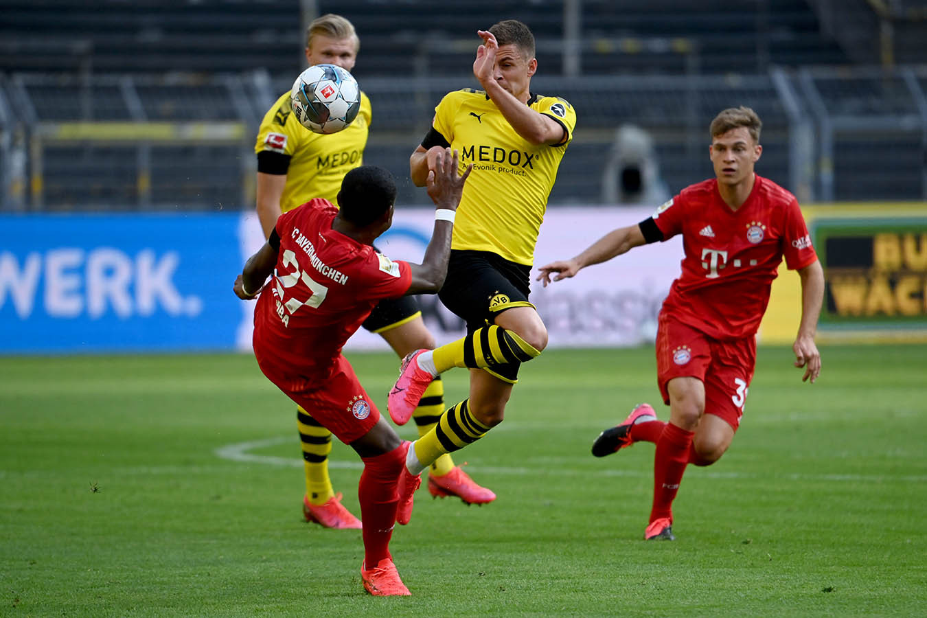 Бавария боруссия последний матч первый тайм