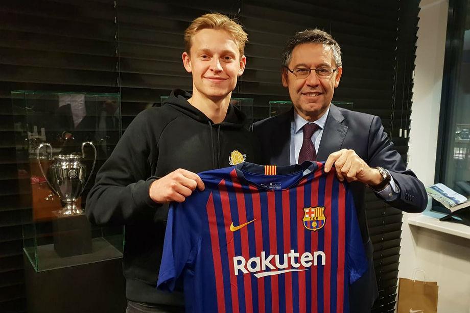 «Барселона» отдала 75 млн евро за игрока «Аякса». Кто это?