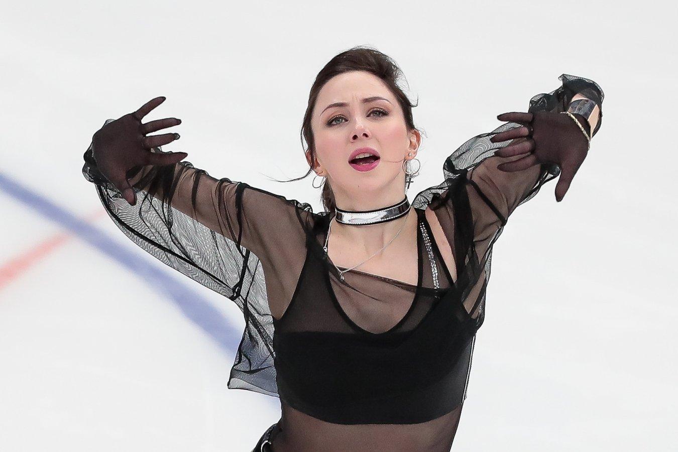 Елизавета Туктамышева ответила на вопрос, не холодно ли ей кататься в тонюсеньком платье