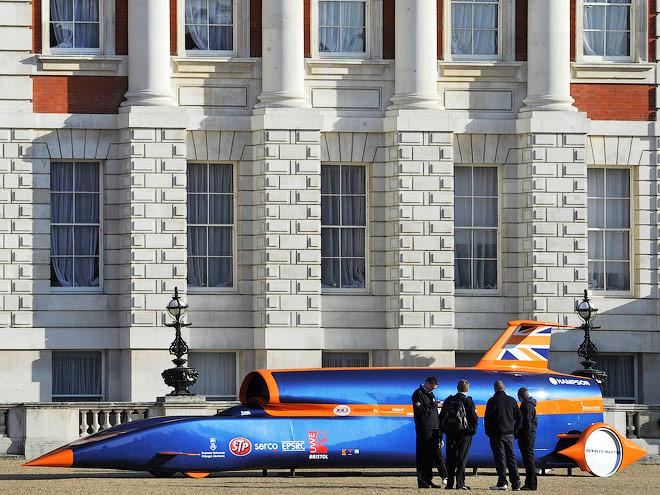 5 самых известных гоночных машин с авиационными двигателями