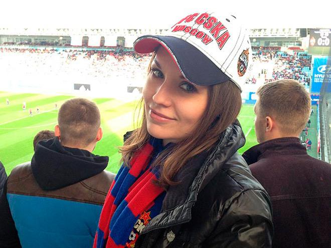 «Стала болеть за ЦСКА назло брату». Что девушки говорят о футболе