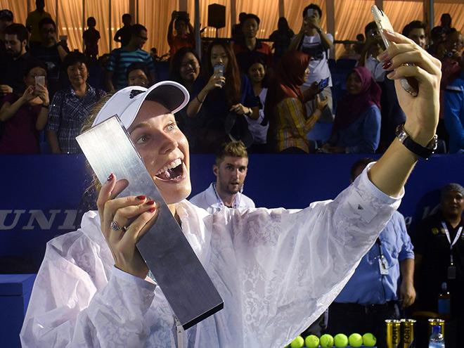 Возняцки и Бачински победили в турнирах WTA