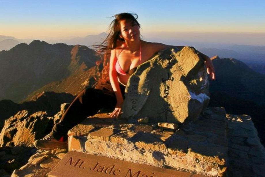 Альпинистка вбикини погибла, сорвавшись вущелье наТайване
