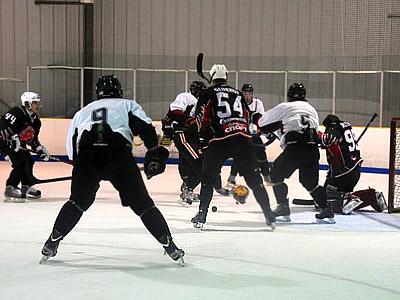 """Омские Ястребы"" с победы стартовали на Hockey Night in Boston"