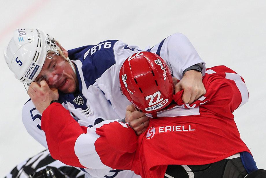Бой Григорьева с Никулиным и ещё 6 ярких драк сезона в КХЛ