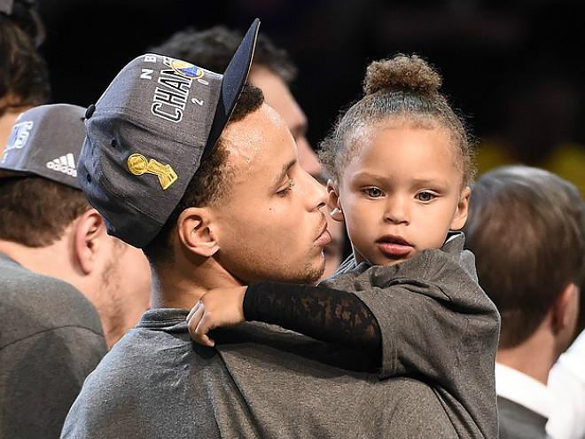 «Голден Стэйт» стал чемпионом НБА, Игуодала признан MVP