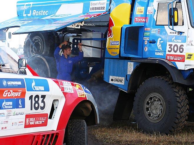 Ралли-марафон «Шёлковый путь»: бивуак, ремонт автомобилей, отдых гонщиков
