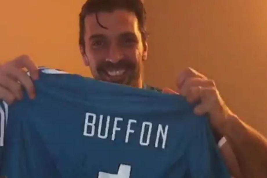 Буффон подарил свою футболку Глушакову изаписал видеообращение