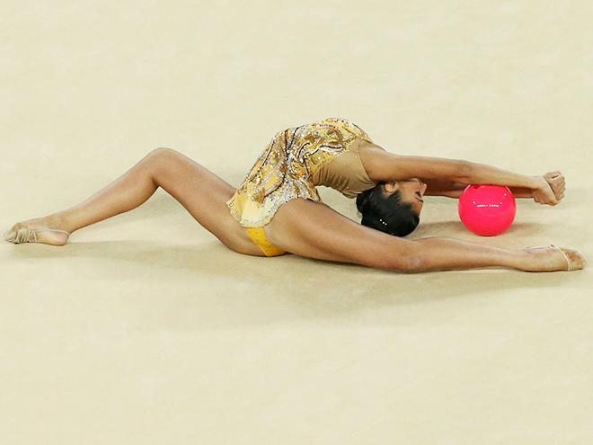 Самые волнующие фото турнира по художественной гимнастике на Олимпиаде-2016
