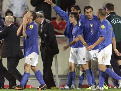 Евро-2004: Италию прокатили мимо плей-офф