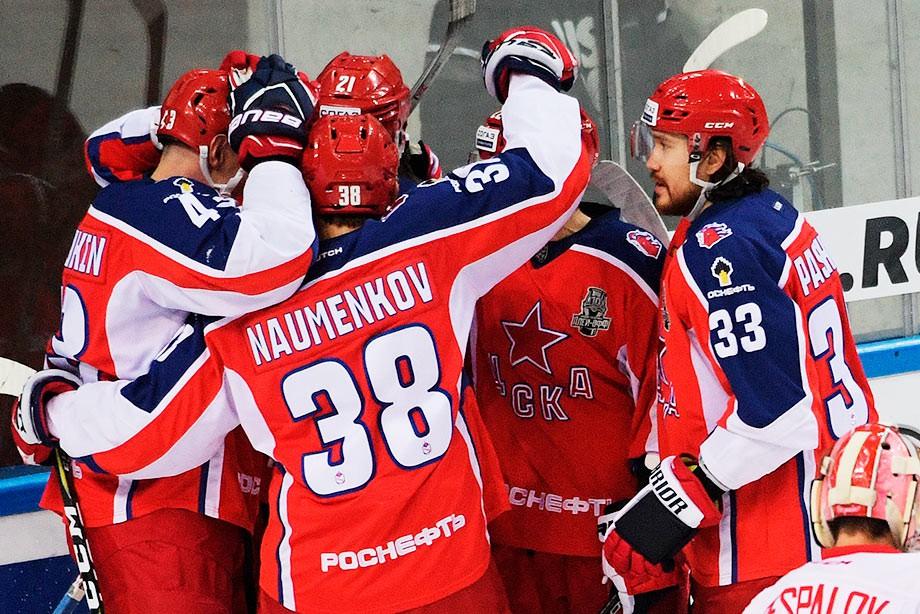 Москва скорая подрезает легковушку