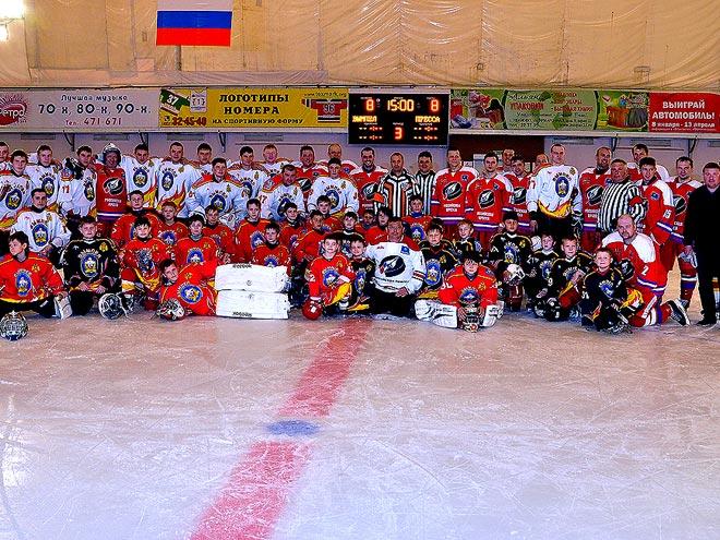 Журналисты сыграли в хоккей с пожарными