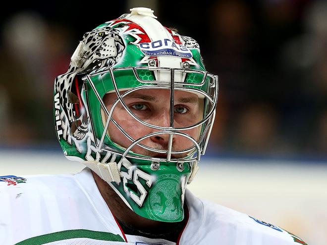 5 самых крутых вратарских шлемов в КХЛ