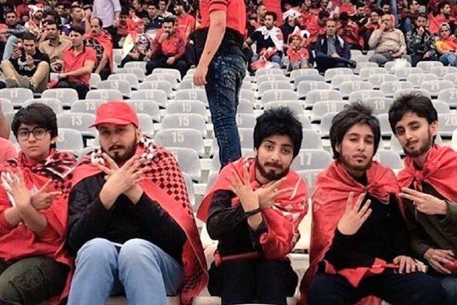 Иранские женщины нацепили бороды, чтобы пробраться настадион
