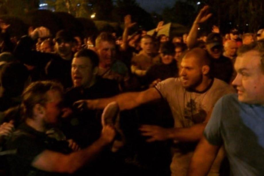 Иван Штырков на митинге, боец Газаев напал на полицейского — в обзоре