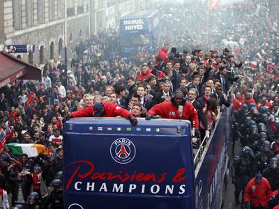 Париж празднует победу в чемпионате