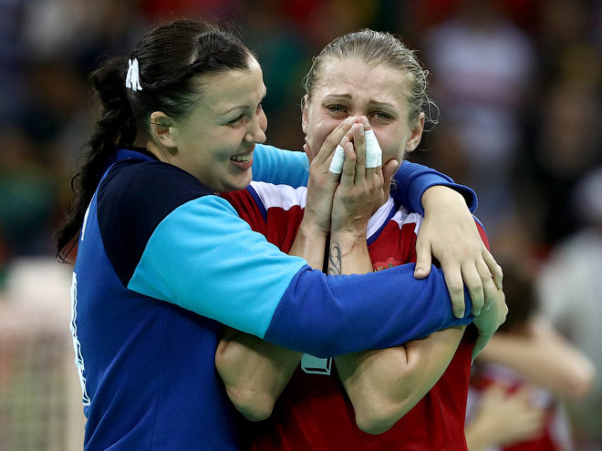 Россиянки одолели Норвегию - 38:37. Лучшие кадры - в нашей фотоленте