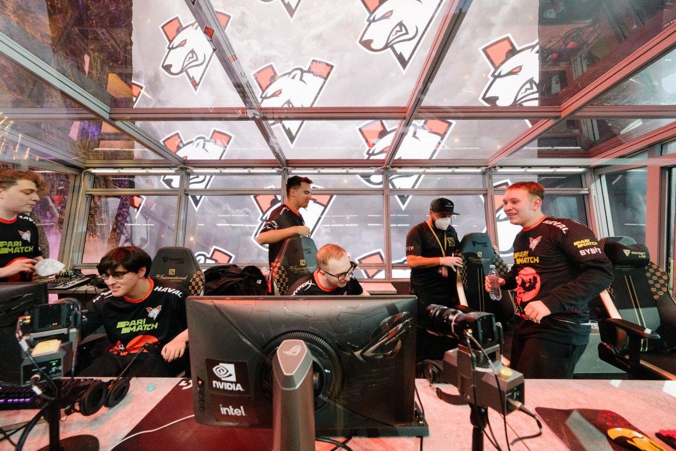 Virtus.pro уступила PSG.LGD в полуфинале верхней сетки The International 2021