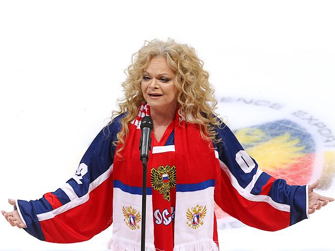 Лариса Долина на хоккейном матче Россия — Швеция