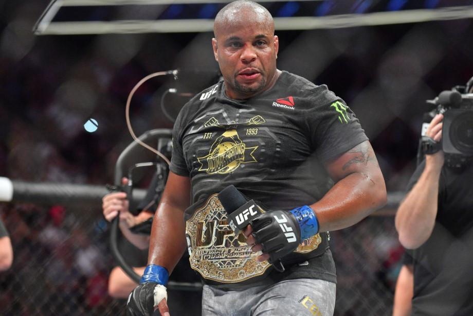 Кто величайший чемпион в истории тяжёлого веса UFC?