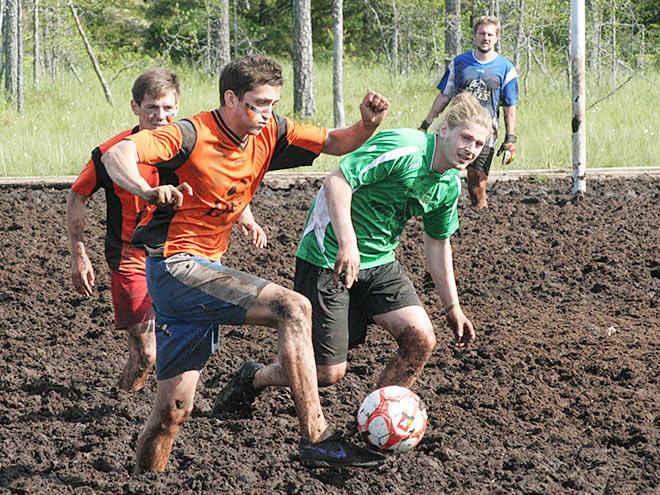 Репортаж о футболе на болоте