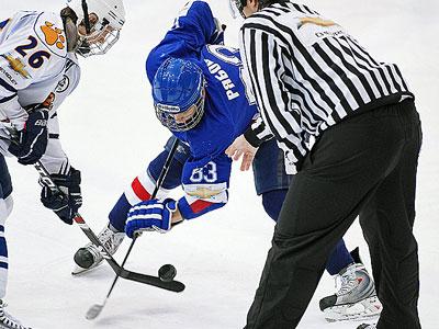 Форвард «Газовика» Анатолий Рябов – о суровых буднях хоккеиста