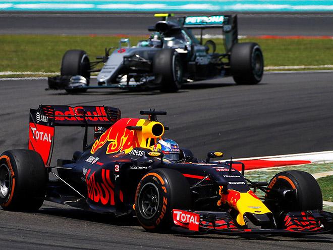 Гран-при Малайзии Формулы-1: Риккардо и Макс принесли «Ред Булл» дубль