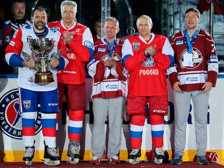 Семь шайб Владимира Путина принесли победу его команде вматче Ночной хоккейной лиги