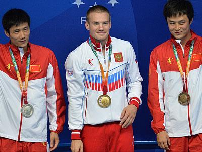 Евгений Кузнецов (в центре)