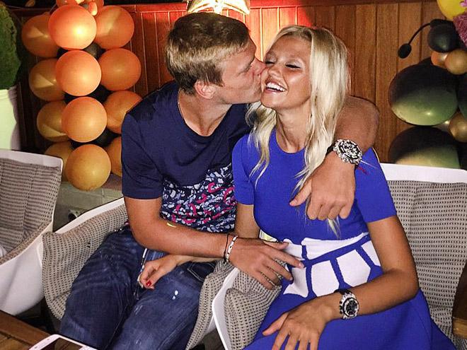 Александр Кокорин с девушкой