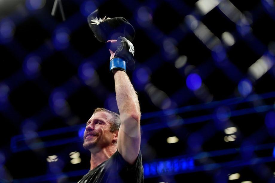 Макгрегор нашёл себе соперника, судья испортил супербой двух чемпионов