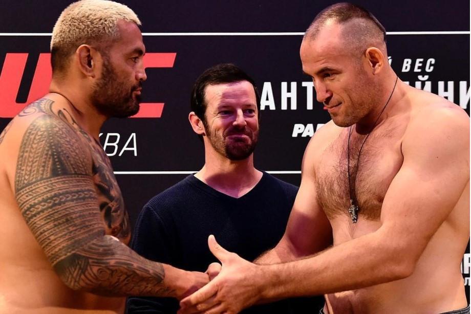 UFC Москва: Олейник «задушил» Ханта в первом раунде. Как это было