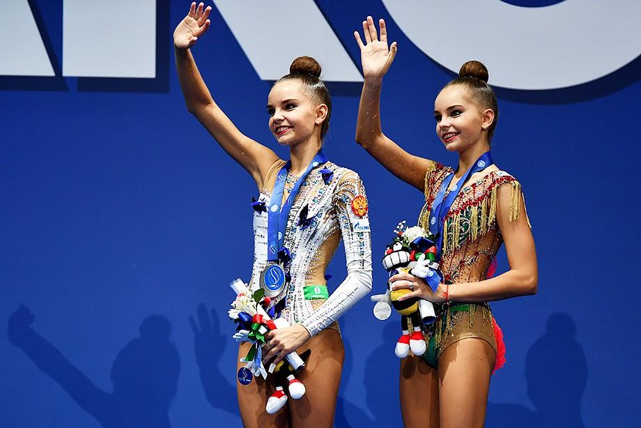 Гимнасты выступали обнаженными фото, порно групповуха с девушкой в фитнес центр
